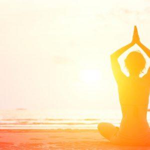 Yoga-am-Strand-Stress-reduzieren-für-gesunden-Darm